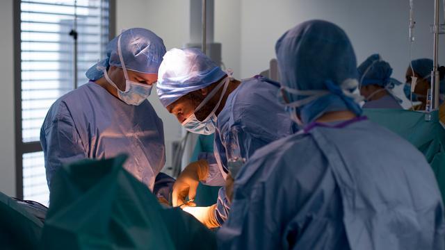 Vietnamese artsen verwijderen tumor van 23 kilo