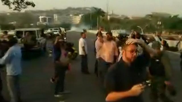 Venezolanen de straat op na roep om opstand tegen Maduro