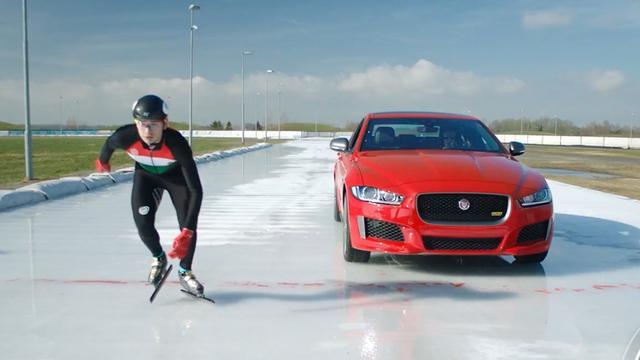 Jaguar XE 300 Sport verslaat Olympisch medaillewinnaar op ijs
