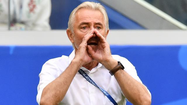 Van Marwijk vindt dat Australië drie punten meer had moeten hebben