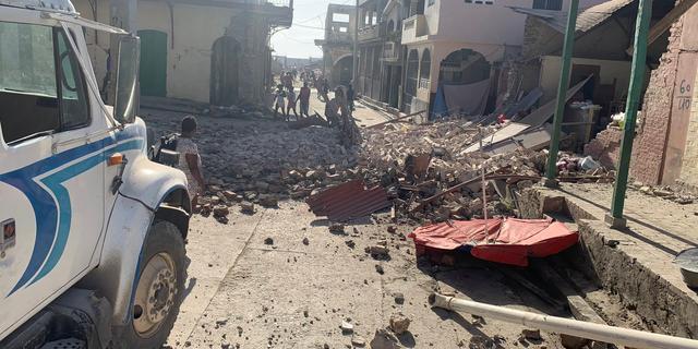 Grote schade en ruim 300 doden na zware aardbeving Haïti