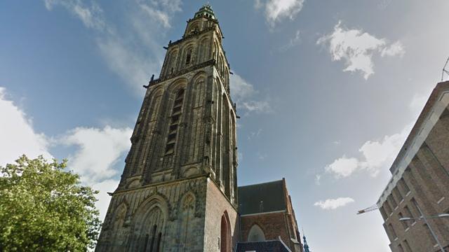 Voetenbadterras en levende standbeelden in Groningen
