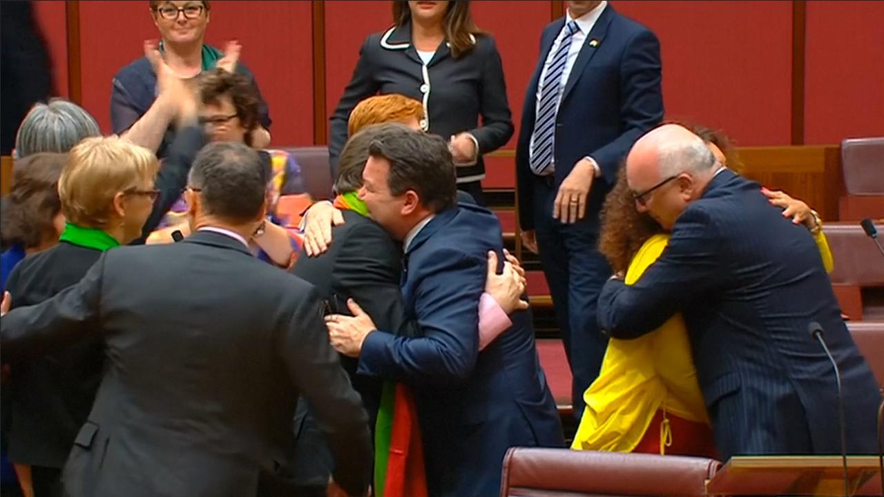 Australische senaat viert aannemen wet voor homohuwelijk