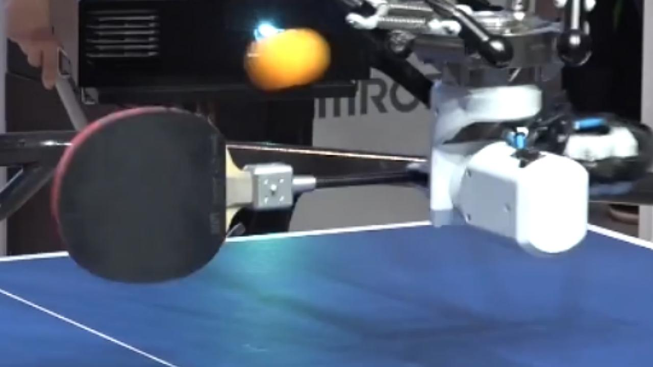 Tafeltennisrobot slaat met behulp van vijf camera's iedere bal terug
