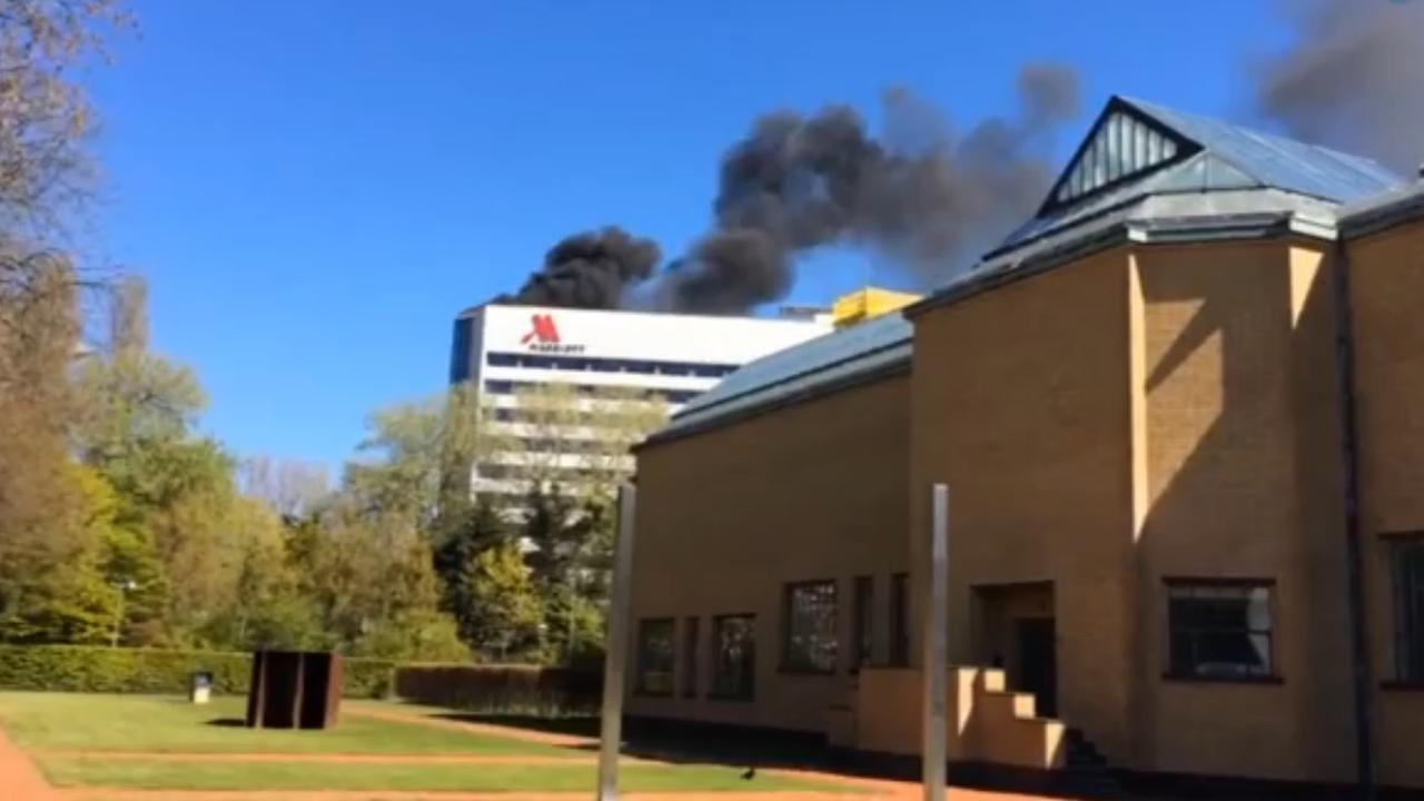 Grote brand op dak hotel Den Haag