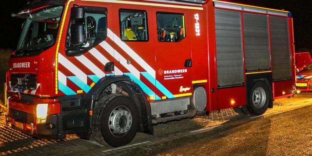 Bestelbus volledig afgebrand aan Den Helderstraat in Noord
