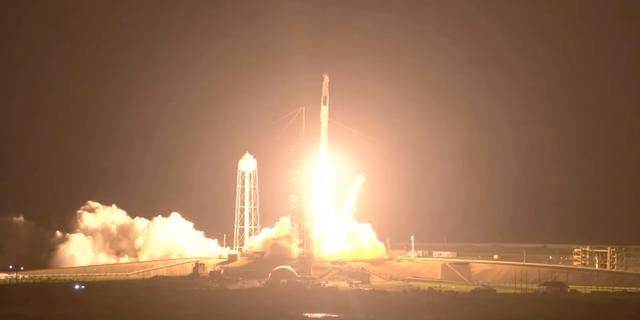 Hergebruikte Crew Dragon-capsule van SpaceX aangekoppeld aan ISS