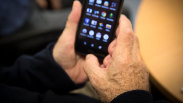Consumentenbond klaagt providers aan om 'gratis' smartphones bij abonnement