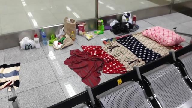 Superlange overstap: man zit al 3,5 maand vast op een vliegveld