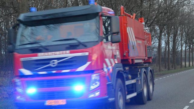 Groningse Noodweg tijdelijk gestremd na brand in vrachtwagentrailer