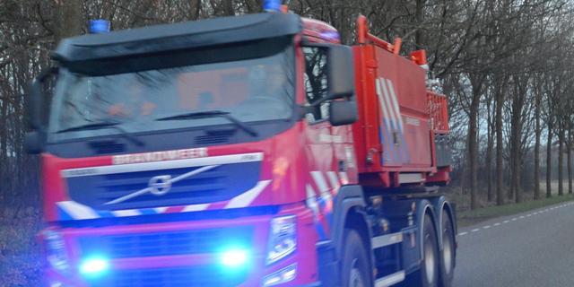 Grote brand in Gelderse schuur met landbouwmachines