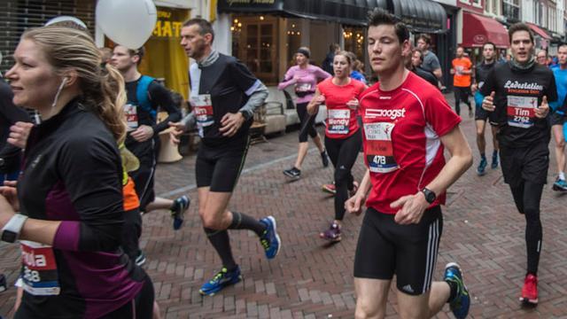 Duizenden mensen lopen Van Oers Marathon in Etten-Leur