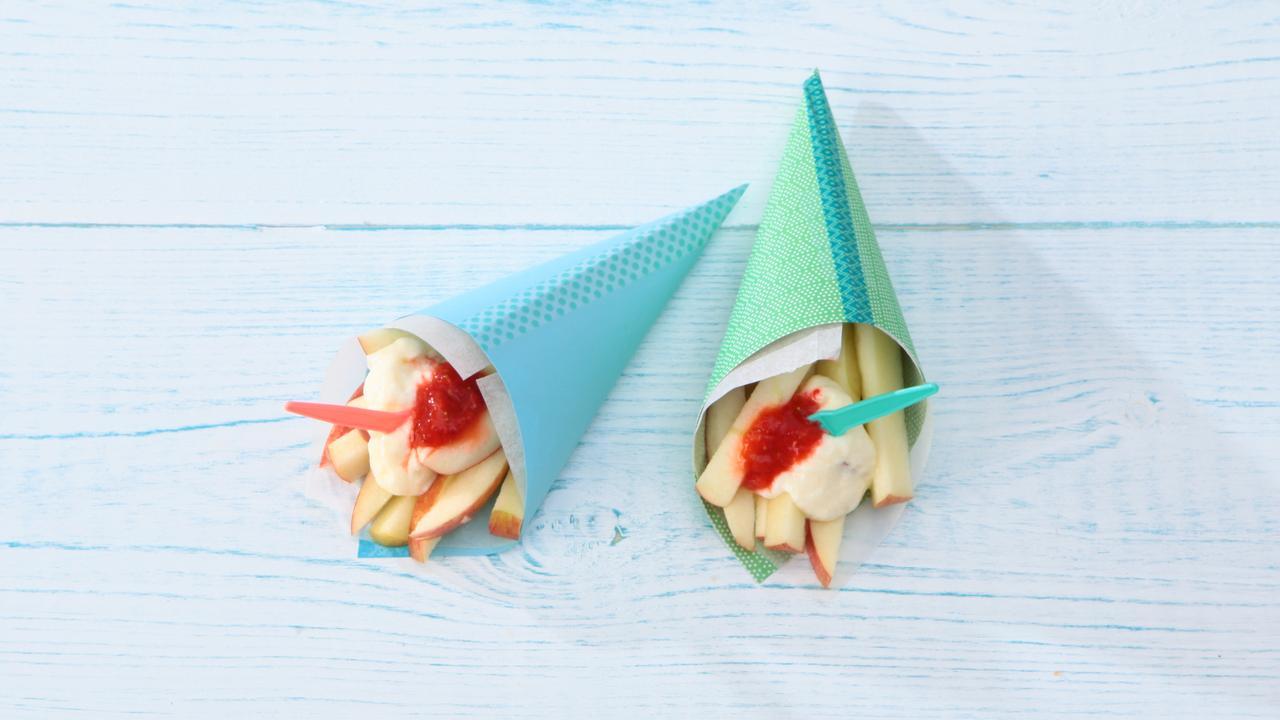 Appelfrietjes met yoghurtmayo en aardbeienketchup