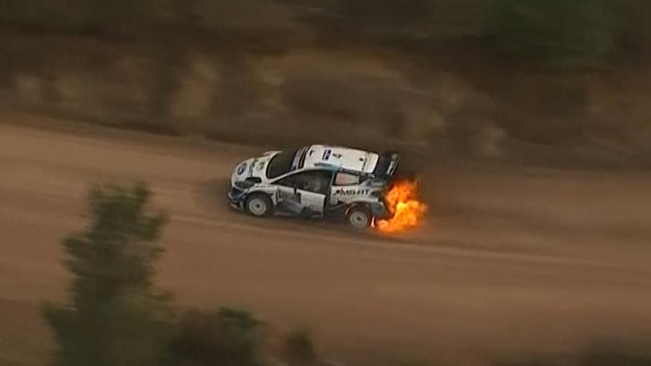 Auto Finse coureur Lappi vat vlam op finish Rally van Mexico