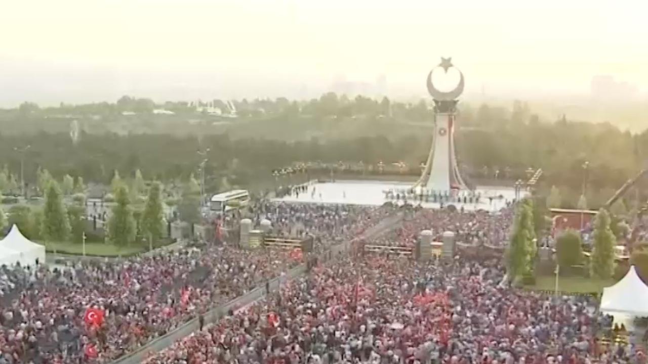 Erdogan onthult in Ankara monument voor slachtoffers couppoging