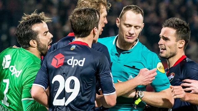 Willem II'er Wuytens noemt arbiter Janssen 'thuisfluiter' na duel in De Kuip
