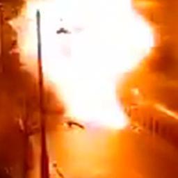 Bewakingscamera filmt explosie autobom in Noord-Ierland