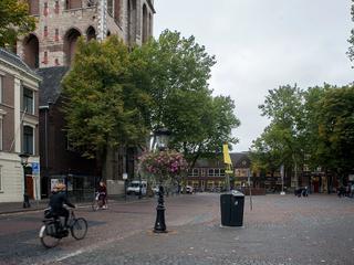 Colleges worden gegeven op het Domplein