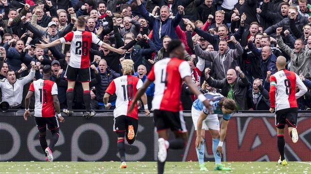 Feyenoord verslaat FC Utrecht en blijft koploper in Eredivisie