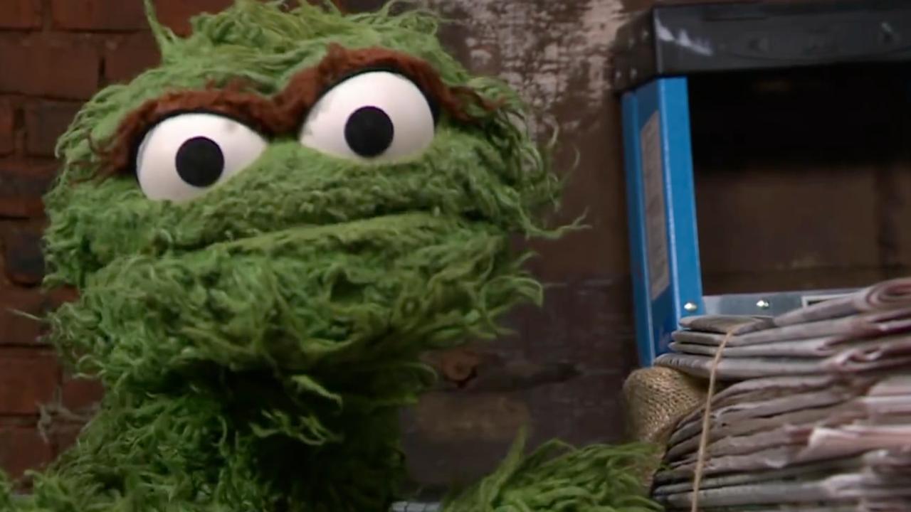 Stephen Colbert zingt met Oscar Mopperkont van Sesamstraat