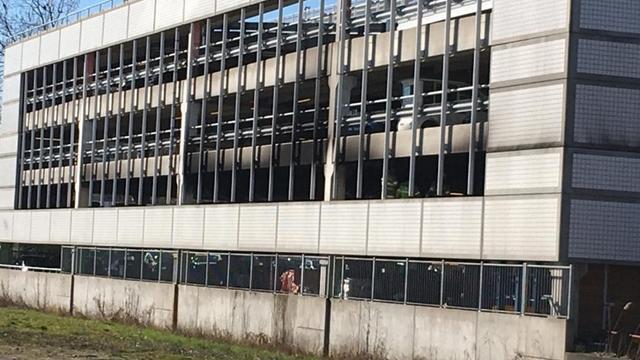 Parkeergarage Heidelberglaan tijdelijk ontruimd, brand onder controle