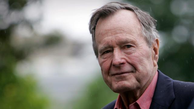 Lichaam George H.W. Bush met Air Force One terug naar Washington