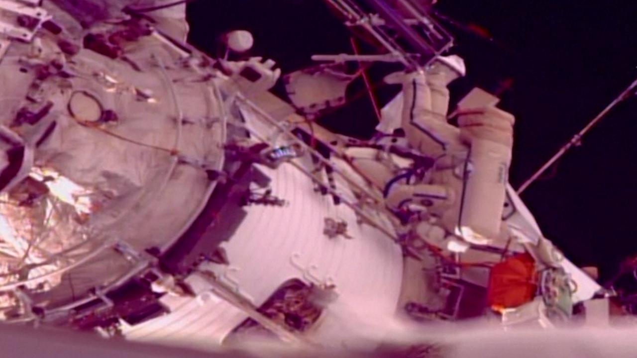 Kosmonauten vervangen apparatuur ISS tijdens ruimtewandeling