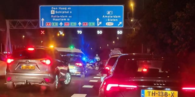 Politie vindt lachgastank op de weg na groot ongeluk op de A4
