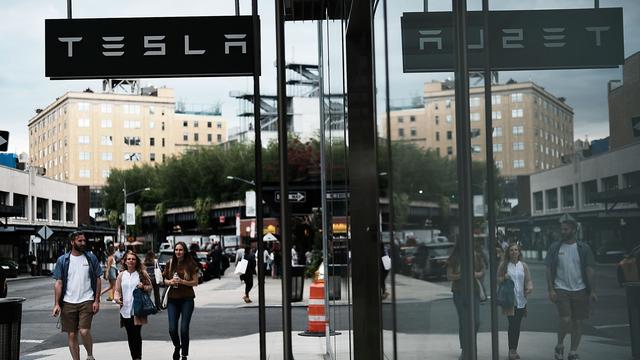 Aandeel Tesla keldert na tegenvallende productiecijfers