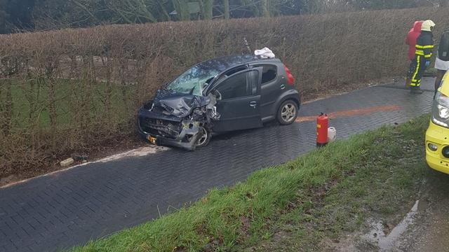 Automobilist gewond geraakt bij ongeval in Fijnaart