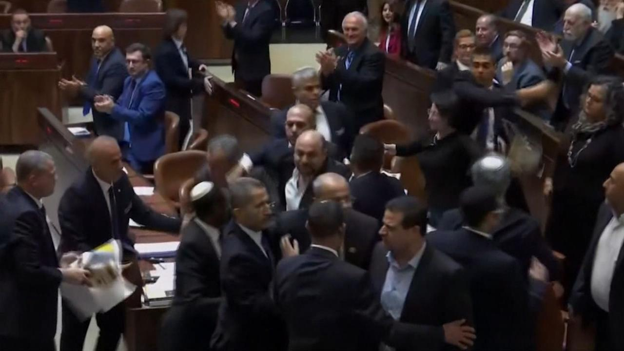 Palestijnse politici verstoren toespraak Mike Pence in Israël