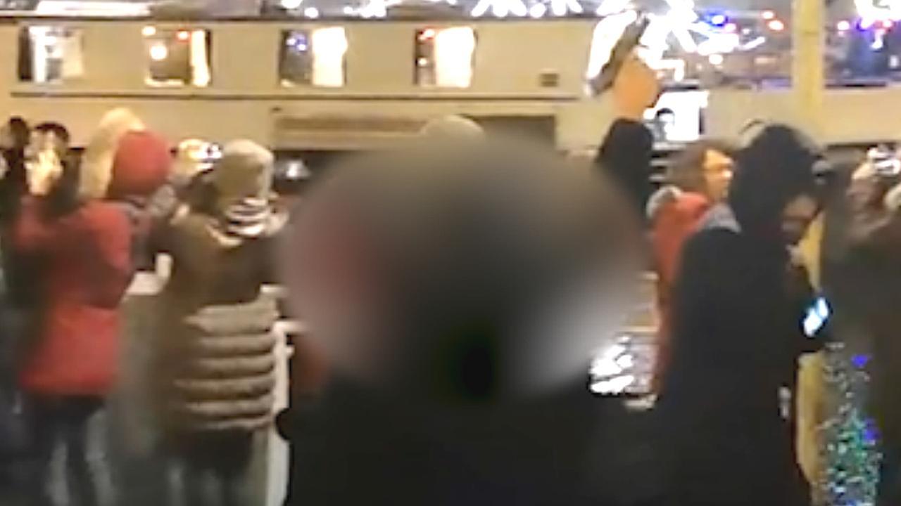 Man vuurt pistool af tijdens Oud en Nieuw in Amsterdam