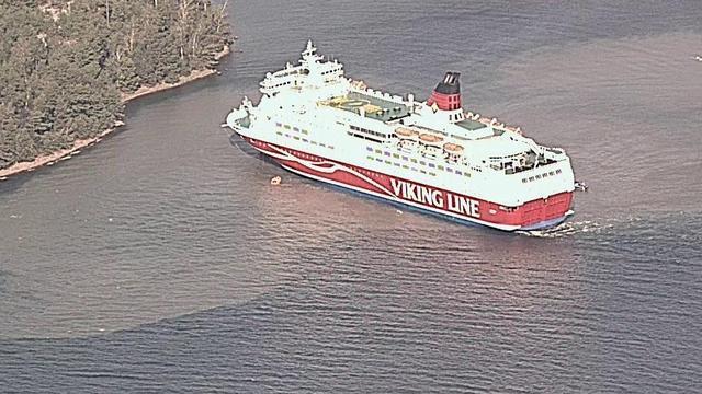 Finse veerboot loopt vast bij eiland, evacuatie van 280 opvarenden