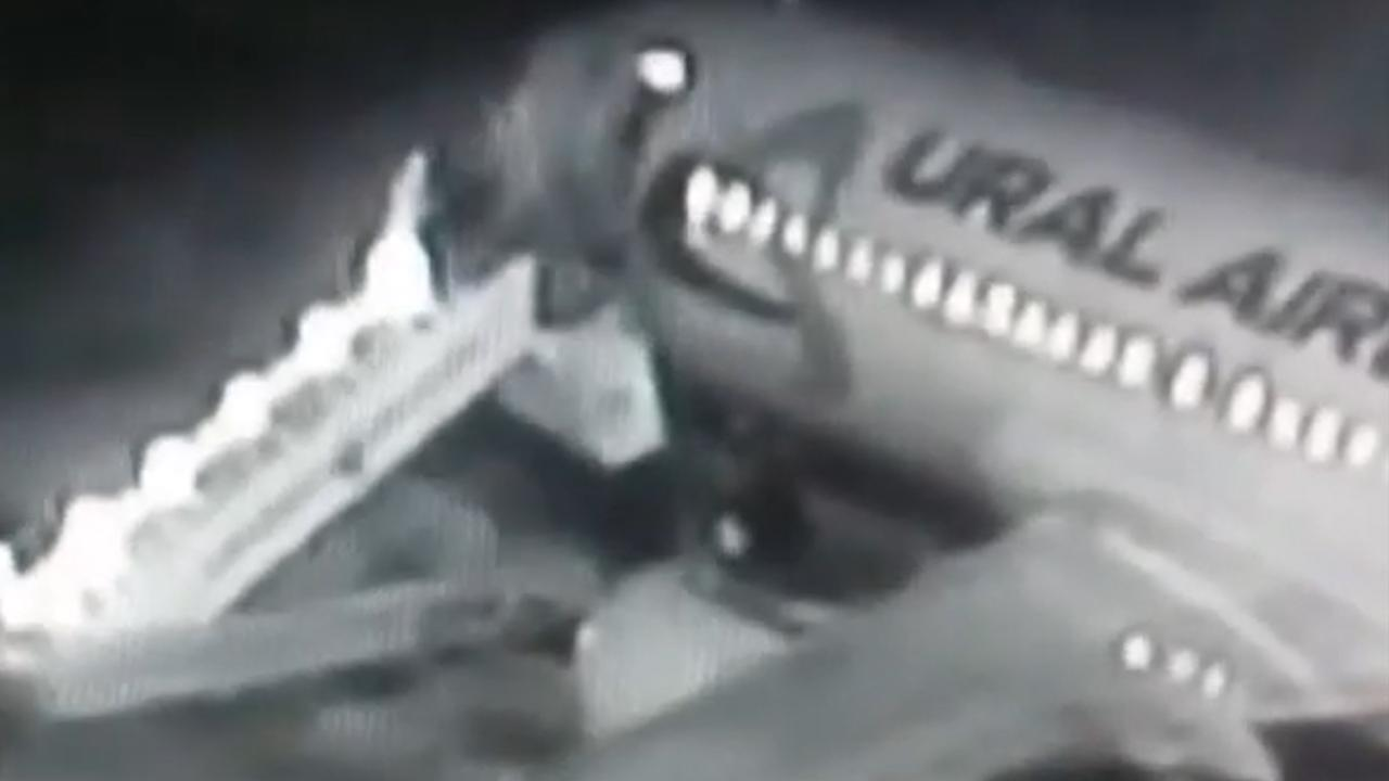 Passagiers gewond na instorten vliegtuigtrap in Rusland