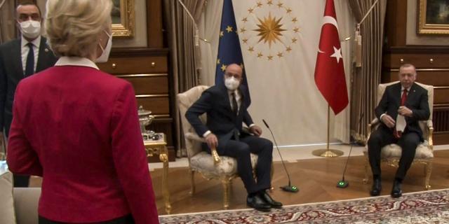 Turkije en EU wijzen naar elkaar voor vernederende ontvangst Von der Leyen