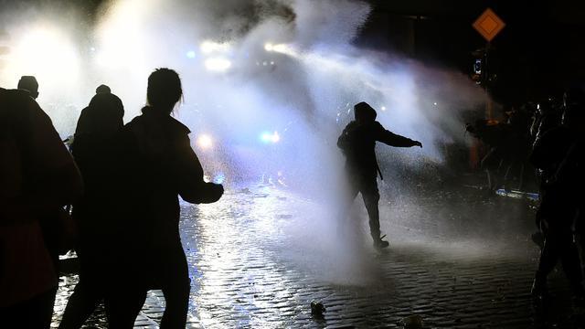 Honderden agenten gewond door rellen tijdens G20 Hamburg