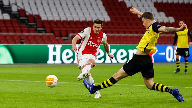 Dusan Tadic verdubbelt de voorsprong van Ajax tegen BSC Young Boys.