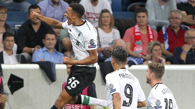 Alexander-Arnold opent score uit vrije trap voor Liverpool