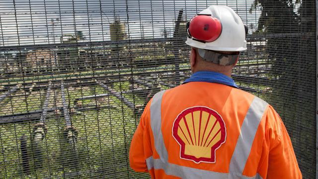 Vakbonden uit meerdere landen dringen aan op einde flexwerk bij Shell
