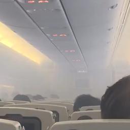 Vliegtuigcabine vult zich met rook in Singapore