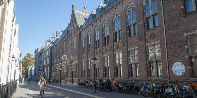 Centraal Museum in Utrecht voegt drie nieuwe stoelen toe aan collectie