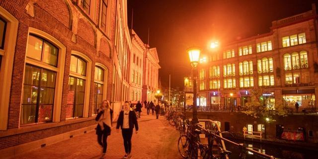 Utrechtse gebouwen kleuren oranje tegen vrouwenmishandeling