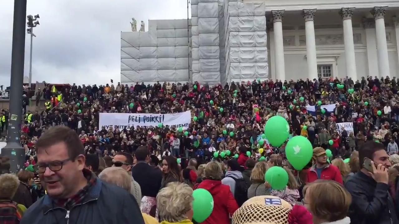 Duizenden Finnen betogen tegen racisme en geweld