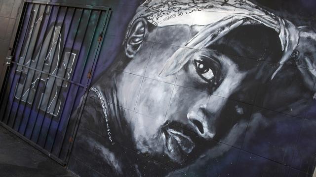 Sieraad Tupac Shakur te koop dat beschadigd raakte door schietpartij