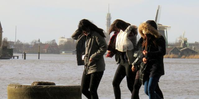 Paasstorm hindert festiviteiten en verkeer op Tweede Paasdag
