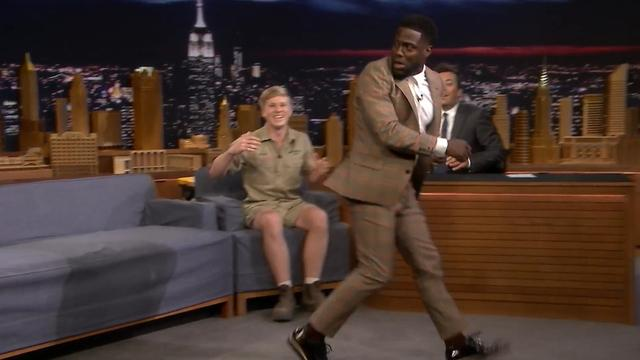 Kevin Hart doodsbang voor struisvogelkuiken in The Tonight Show