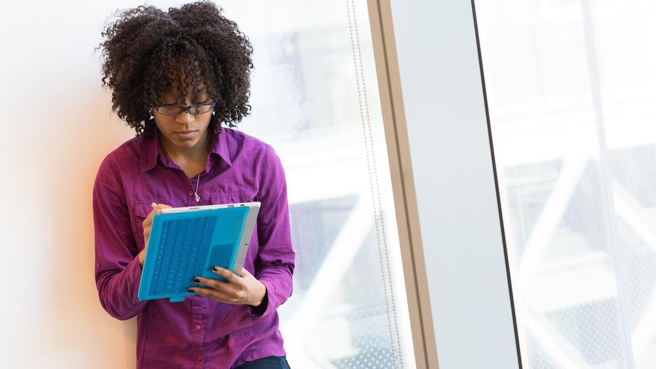Bijna alle afgestudeerden aan hoger onderwijs hebben na vier jaar werk - NU.nl