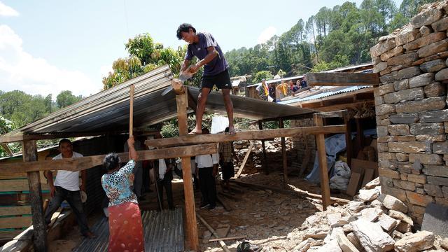 Nepal leidt mensen op voor wederopbouw na aardbevingen