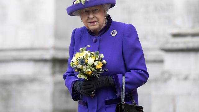 Elizabeth II voor het eerst in 28 jaar niet bij kerstviering door verkoudheid