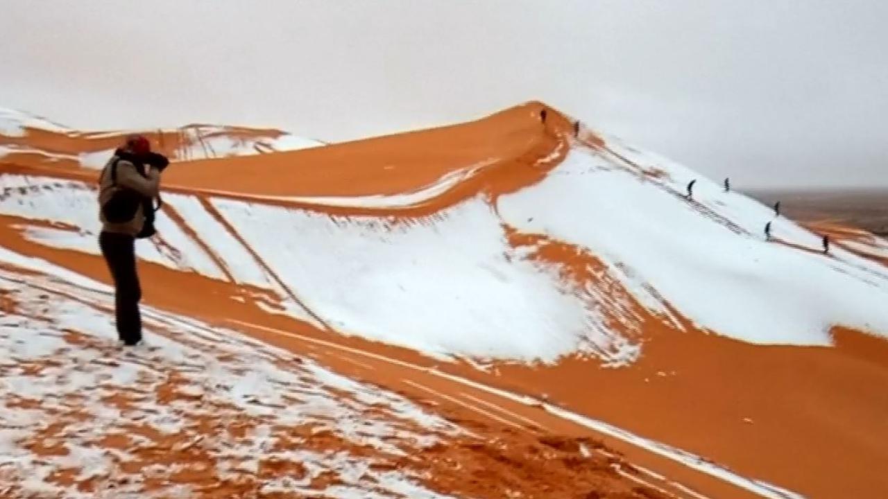 Zeldzame sneeuwval kleurt Sahara deels wit